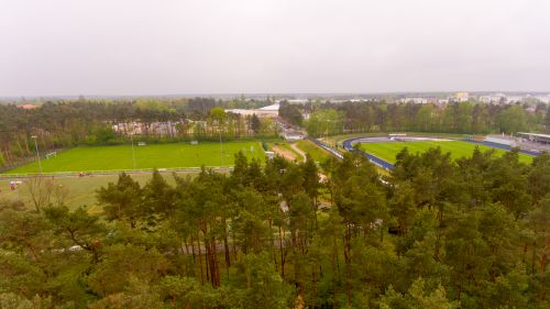 Luftaufnahme über den Sportplatz nebenan
